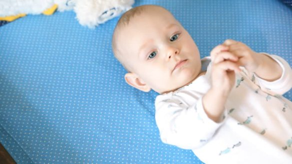 Mi bebé no fija la mirada, ¿puede tener autismo?